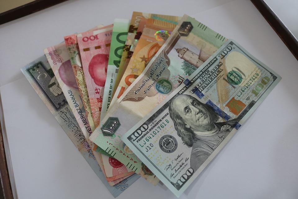 směs peněz